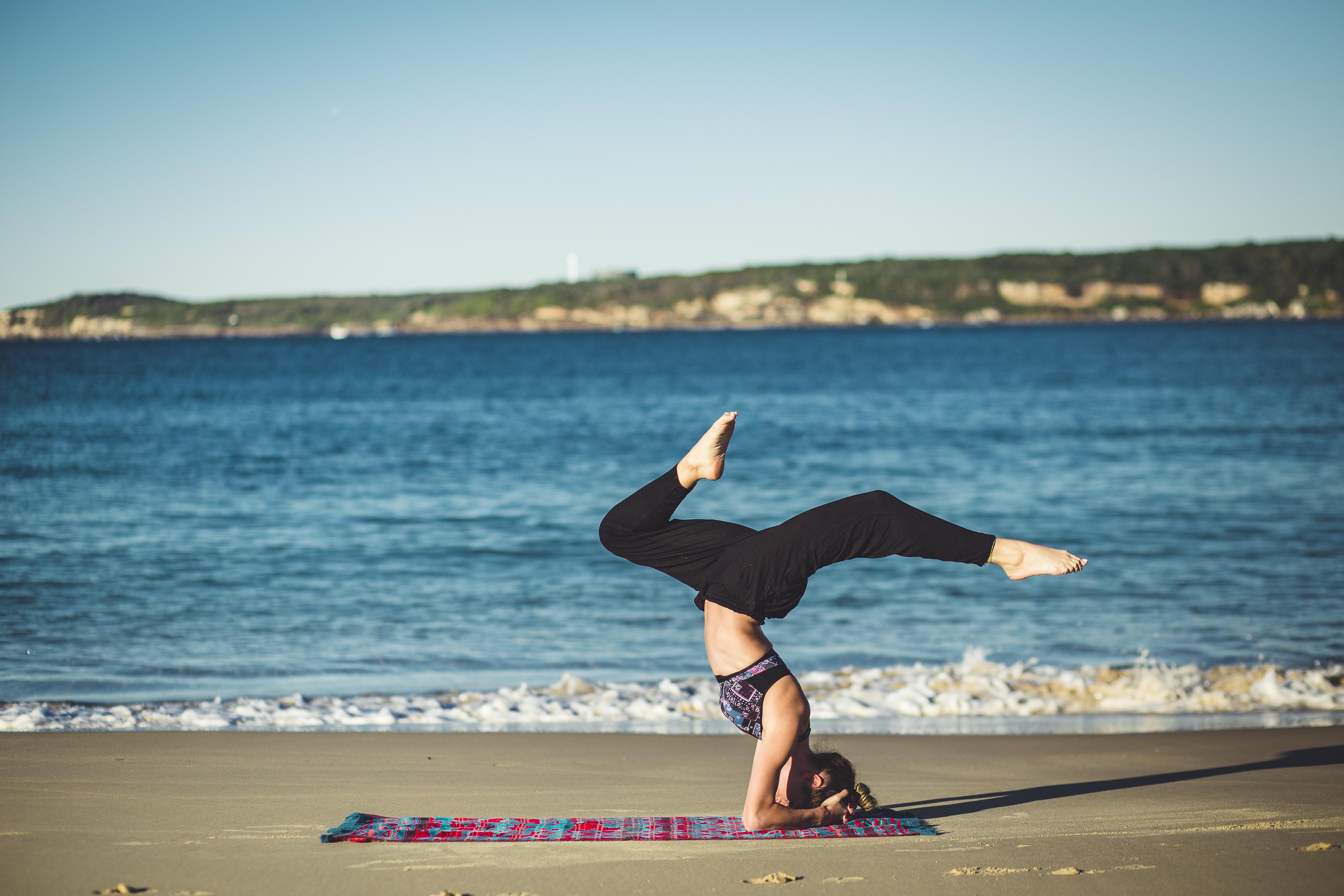 beach yoga malaga armstand