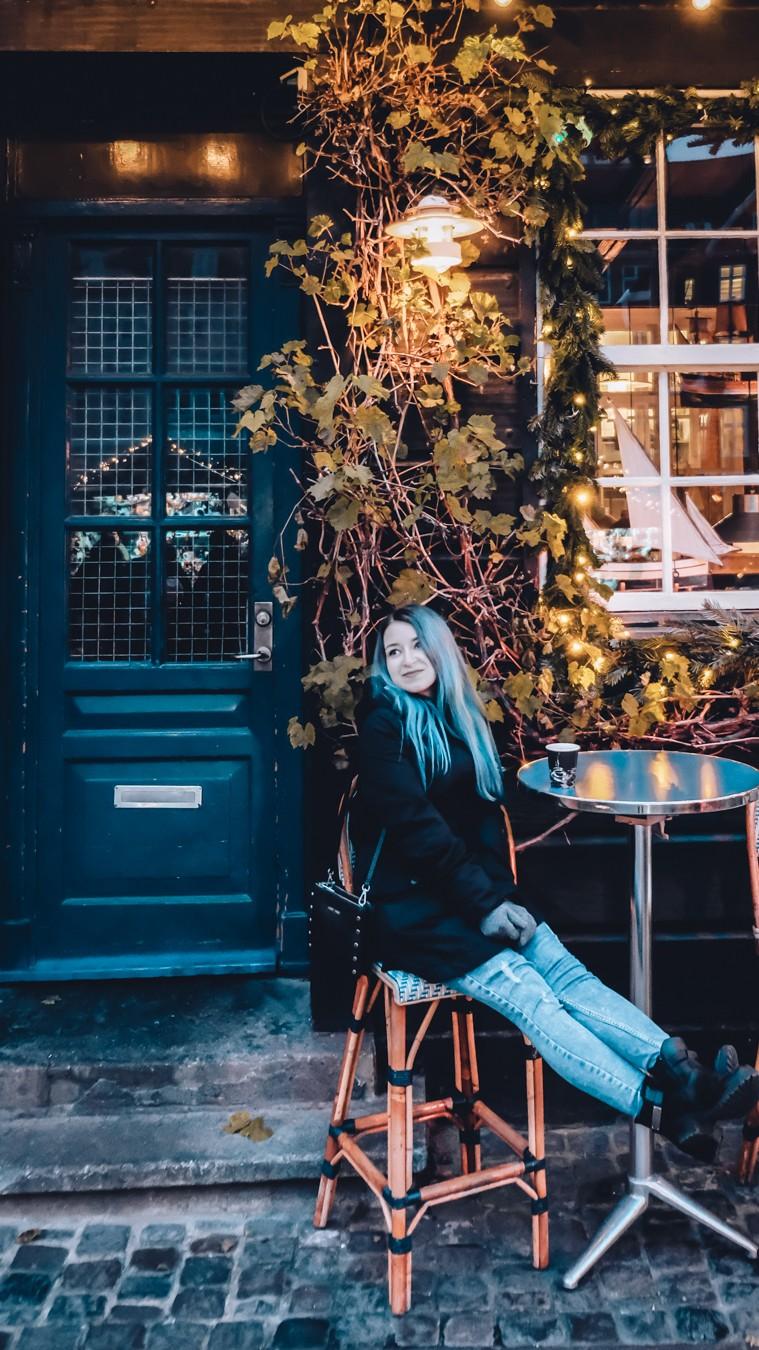 nyhavn copenhagen cafe outside table