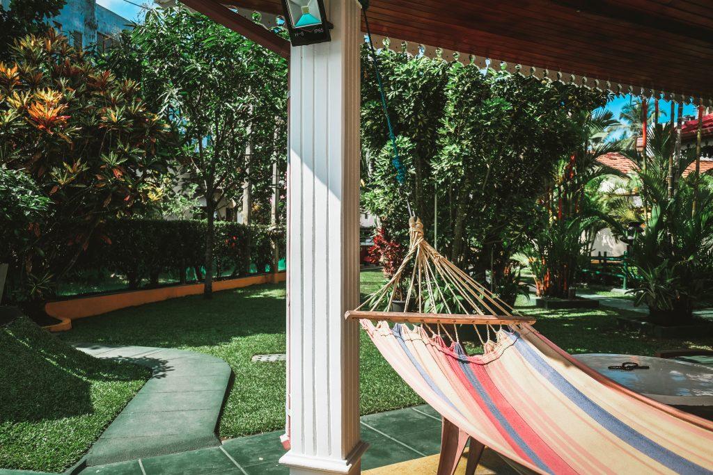 relaxing setting hotel in hikkaduwa