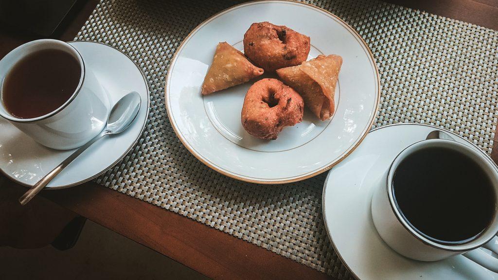 traditional sri lankan tea time snacks