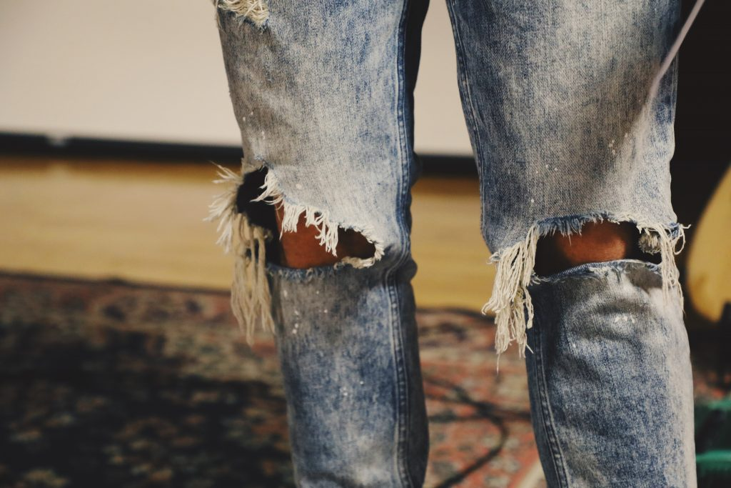 ripped jeans not allowed in temples