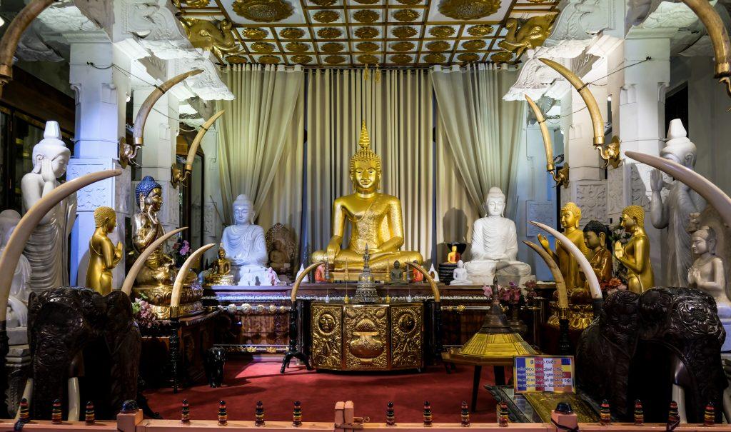 temple sacred tooth kandy sri lanka